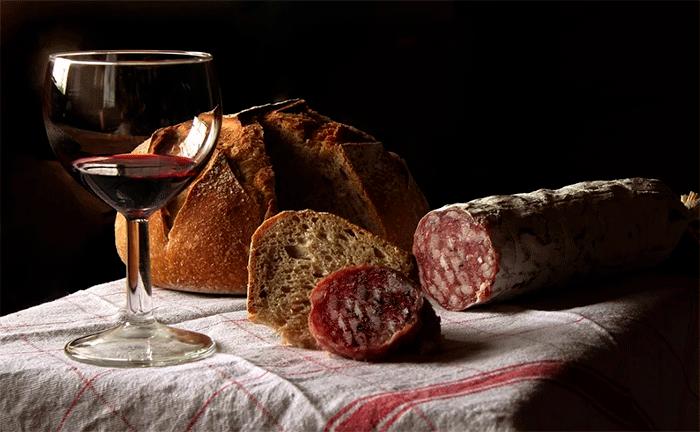 Al pan, pan y al vino, vino
